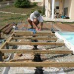 Poser une terrasse en bois composite