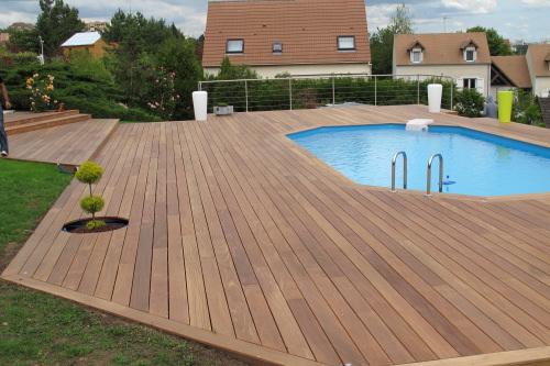 terrasse bois et piscine