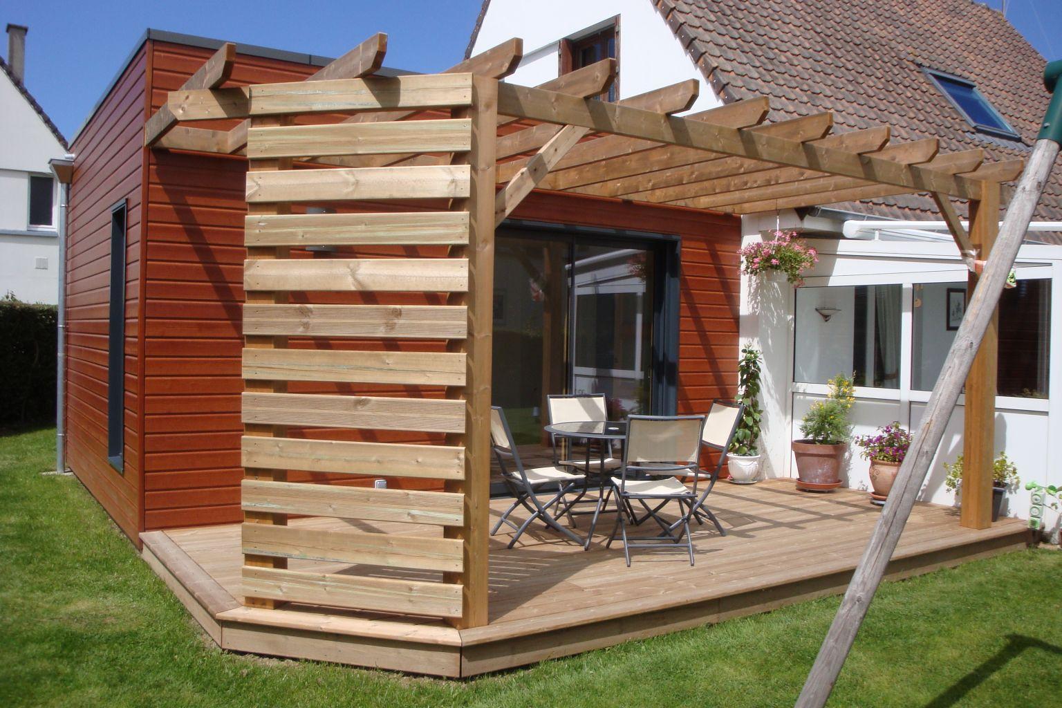 comment fabriquer une pergola en bois comment construire une pergola en bois brut pour le. Black Bedroom Furniture Sets. Home Design Ideas